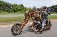 Ko zagledate predatorja na motorju ...