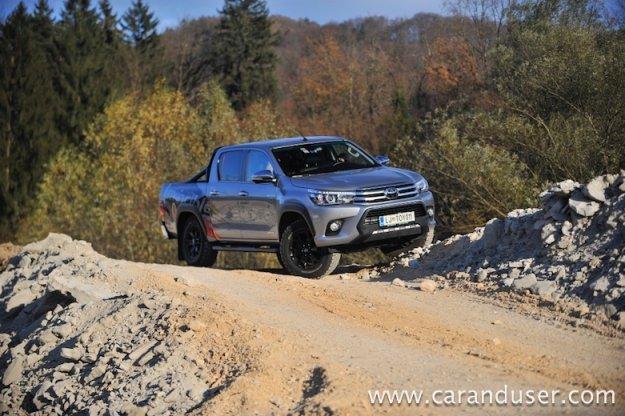 Toyota Hilux 2,4 D-4D Double cab Invincible