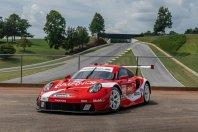 Porsche 911 RSR z retro Coca Cola preobleko