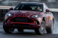 Aston Martin DBX bo V8
