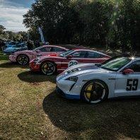 Porsche Taycan v dirkaških barvah znamke