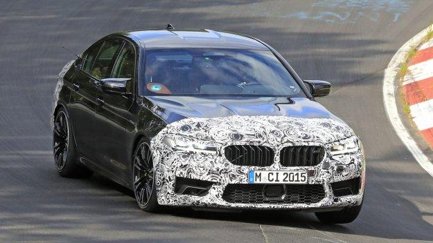 Osveženi BMW M5 se mudi na zelenem peklu