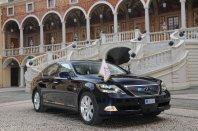 Kraljeva poroka v znamenju Lexusa.