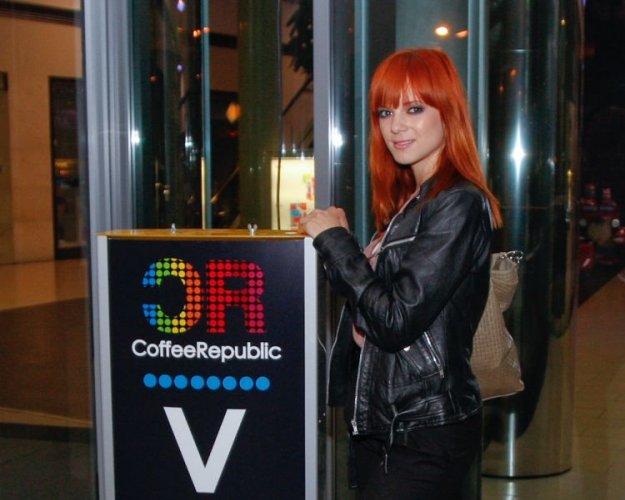 Nina Pu�lar v elektronskih ritmih