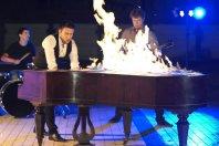 Na snemanju za�gal 160 let star klavir