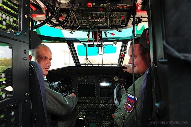 POKLIC: Pilot voja�kega helikopterja Cougar AL532