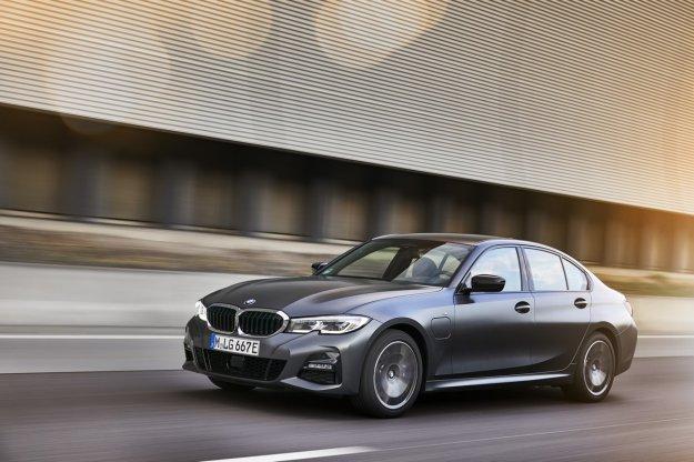 Vstopna priklju?na hibrida BMW 320e in 520e