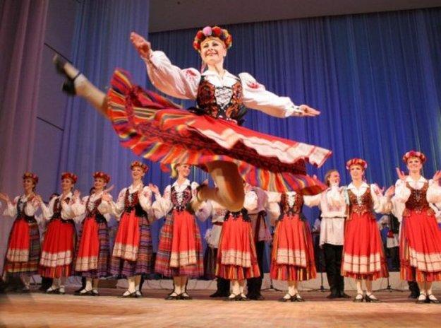 Plesni ansambel Koro�ki