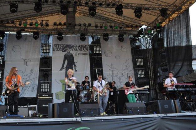 LeeLooJamais na festivalu EXIT!
